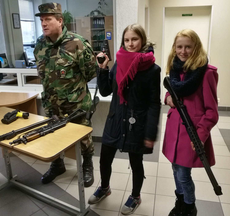 Adutiškio užkardoje lankėsi Jaunojo pasieniečio būrelio nariai