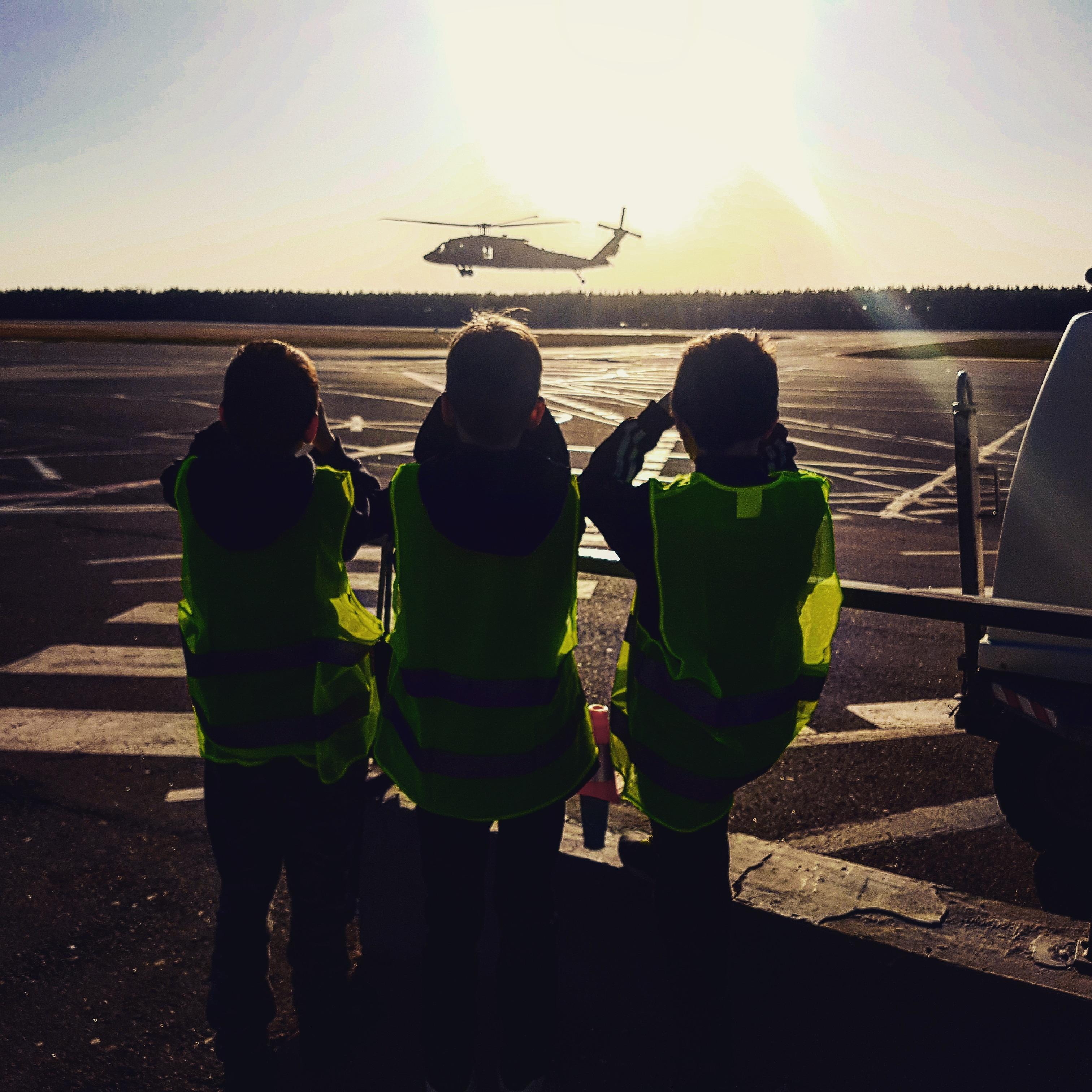 Uosto užkardos jaunojo pasieniečio būrelio nariai lankėsi Palangos oro uoste