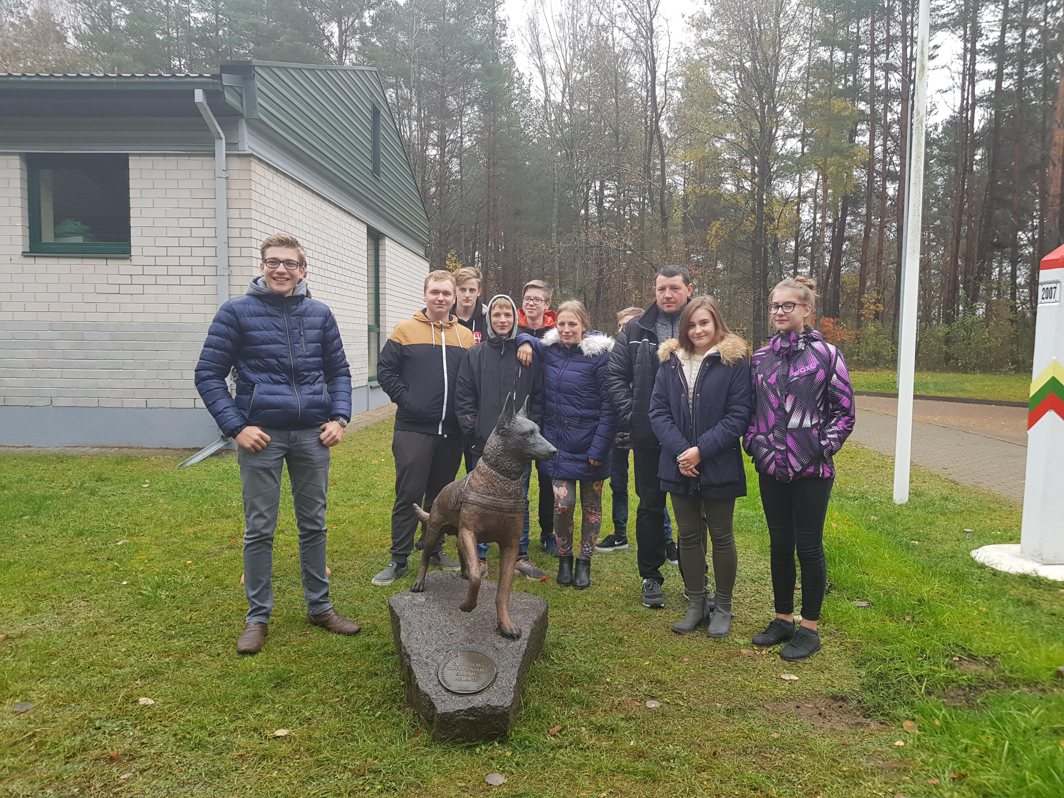 Ignalinos gimnazijos JPB narių išvyka į Vilniaus pasienio rinktinę ir Aviacijos valdybą