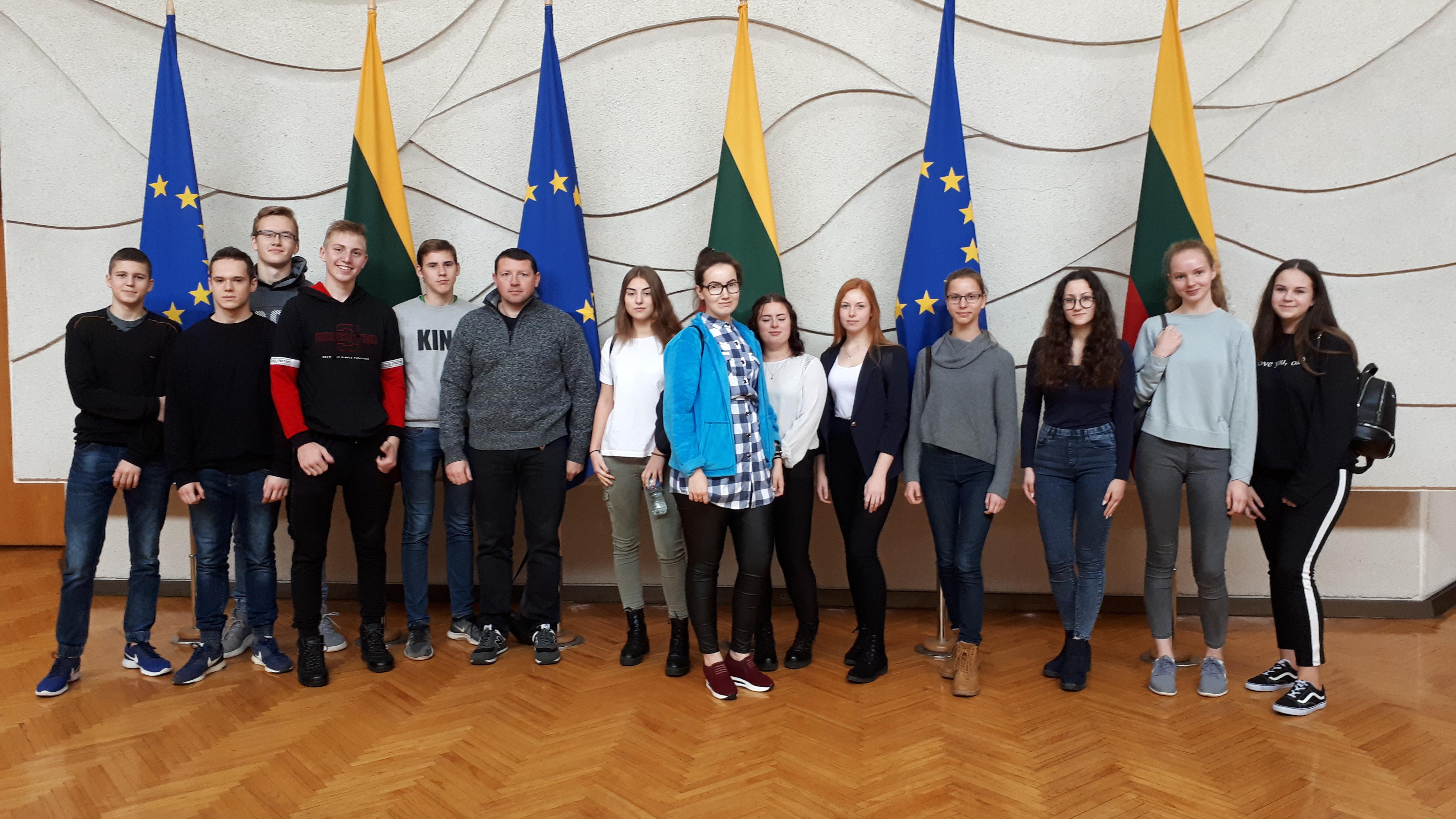 """Didžiasalio """"Ryto"""" gimnazijos JPB narių išvyka į LR Vyriausybę"""