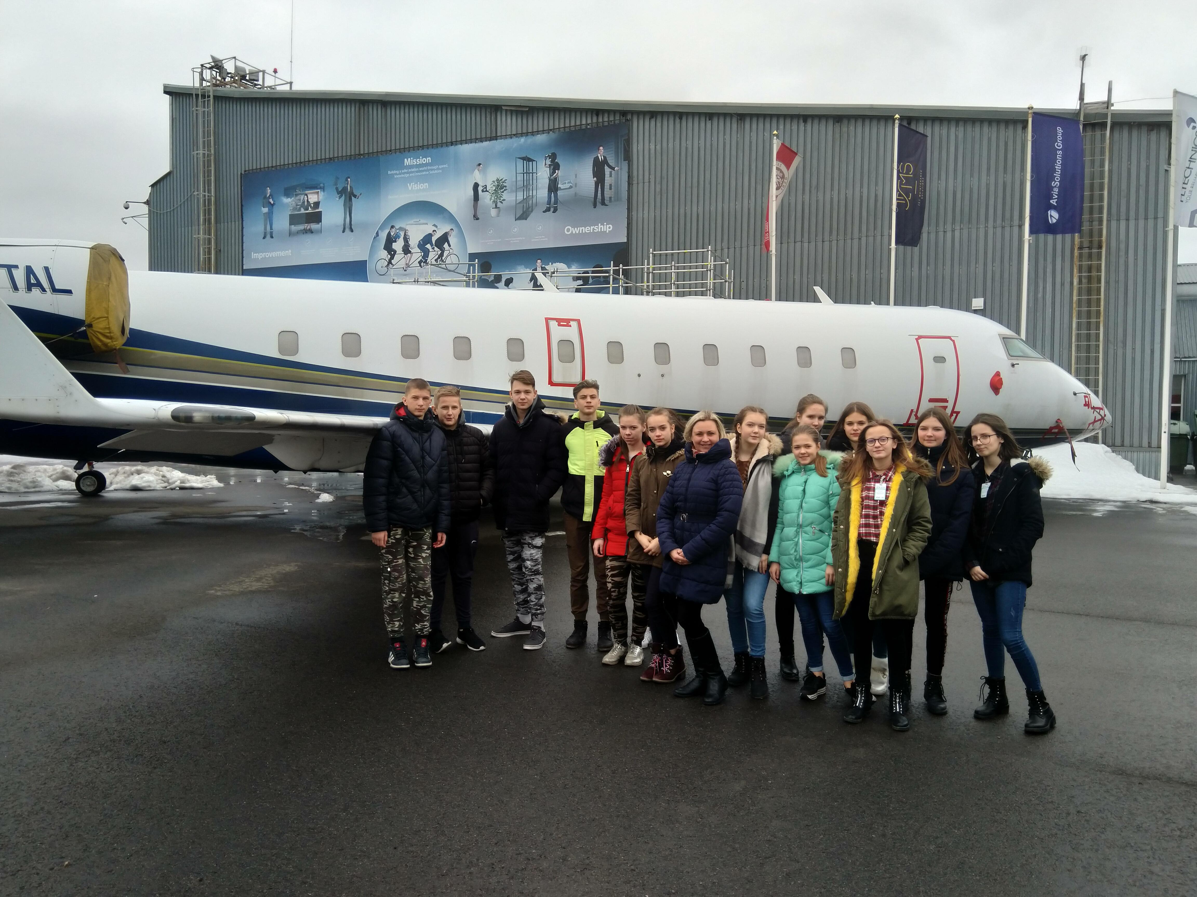 Lavoriškių gimnazijos JPB nariai  Vilniaus oro uoste domėjosi pasieniečių darbu