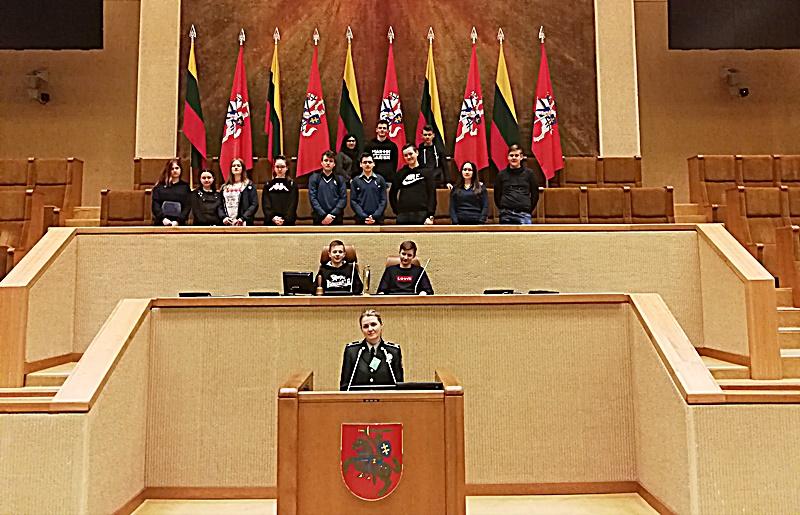 Mickūnų gimnazijos Jaunojo pasieniečio būrelio nariai lankėsi Seime