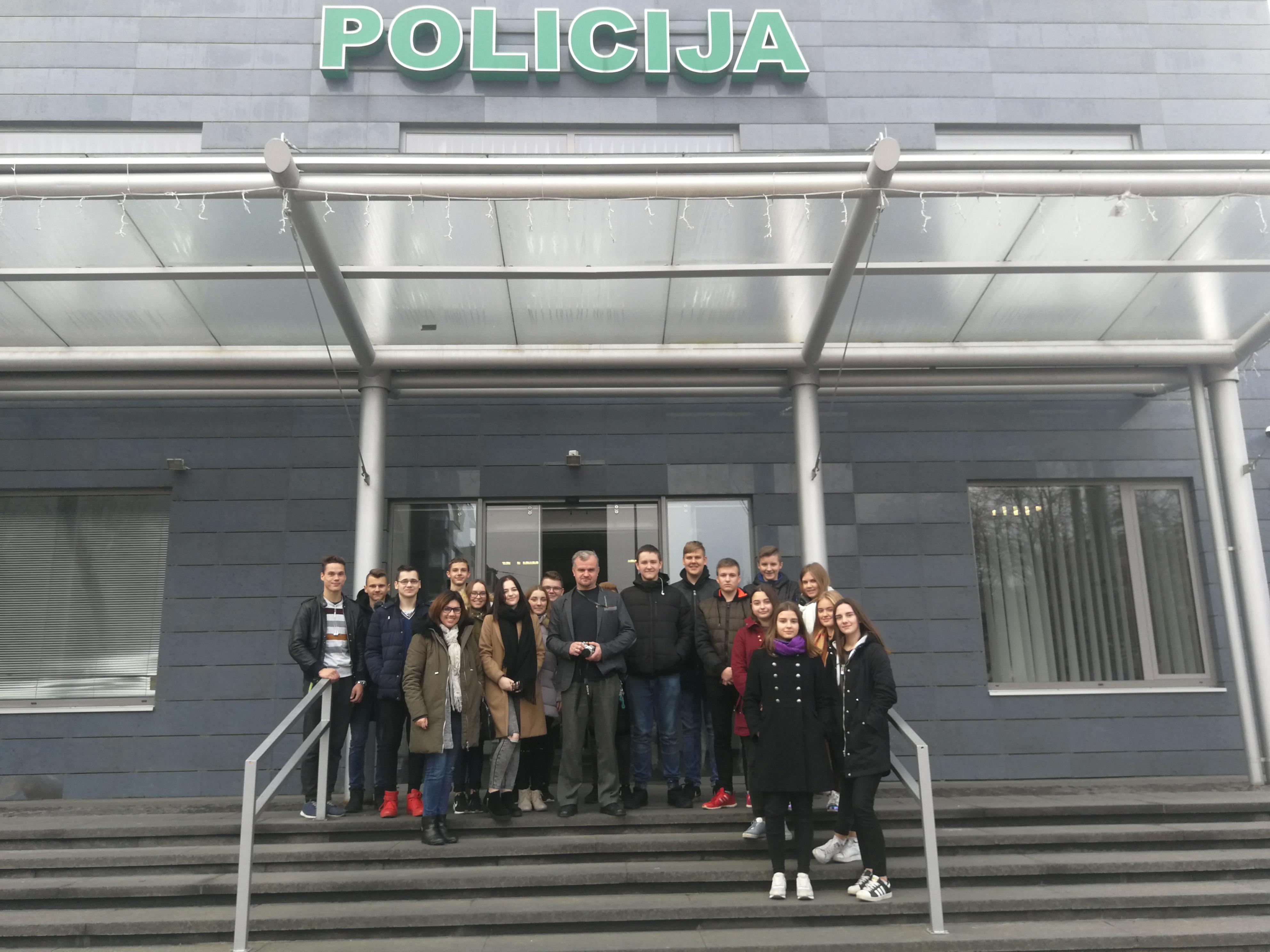 Mickūnų gimnazijos JPB nariai lankėsi Vilniaus apskrities policijos komisariate